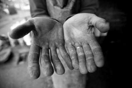 wrinkly cider maker  hands photo