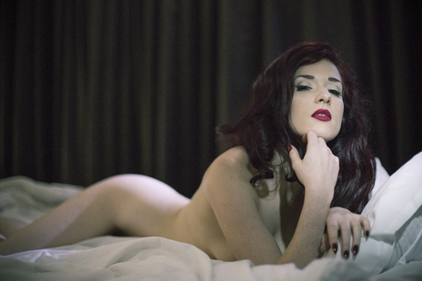 missy fatale posing nude on bed -very sexy